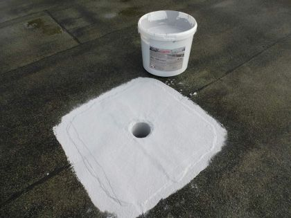 Roof waterproofing with liquid plastic - Reinforcing roof gully