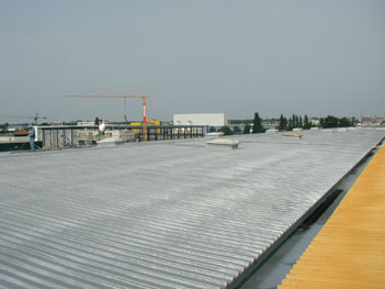 Image - Roof renovation sheet metal roof: foam coated with PURELASTIK