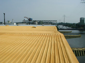 Image - Roof renovation sheet metal roof: finished foam surface without UV protection